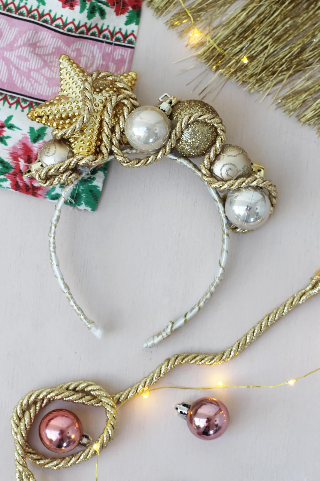DIY – Recycled golden bauble hairband