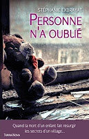 http://www.lesperlesdekerry.fr/2017/03/chronique-personne-na-oublie-stephanie.html