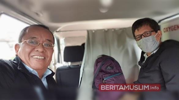 Sempat Ditolak, Rocky Gerung Terpaksa Naik Ambulan Demi Hadiri Seminar di Jember