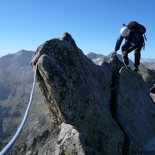 http://www.bureau-guides-luchon.com/activites/courses-rocheuses-pyrenees/