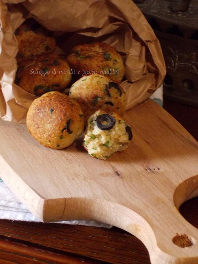 Polpette di pane con ricotta dura ed olive nere