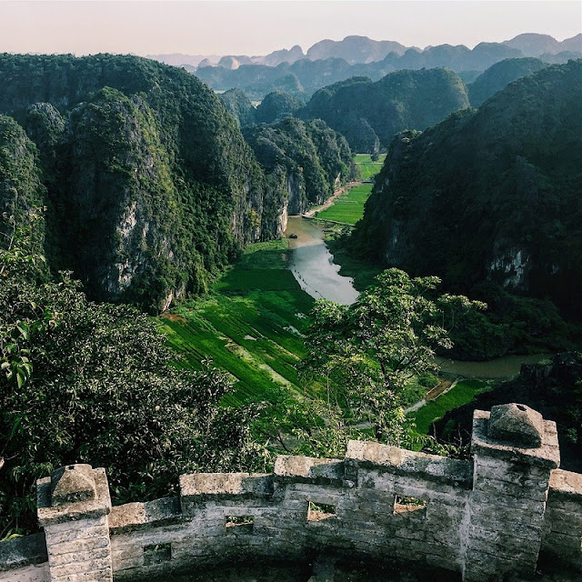 Enjoy the beauty of Ninh Binh from the top of the Dance cave 1