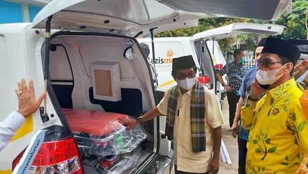 John Kenedy Azis Serahkan Tiga Unit Ambulans
