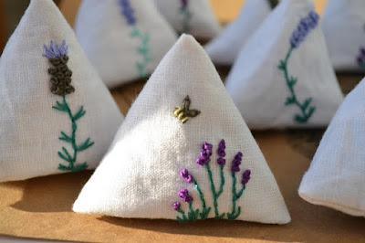 http://ginxcraft.blogspot.com.es/2016/12/lavender-pyramids.html?spref=pi