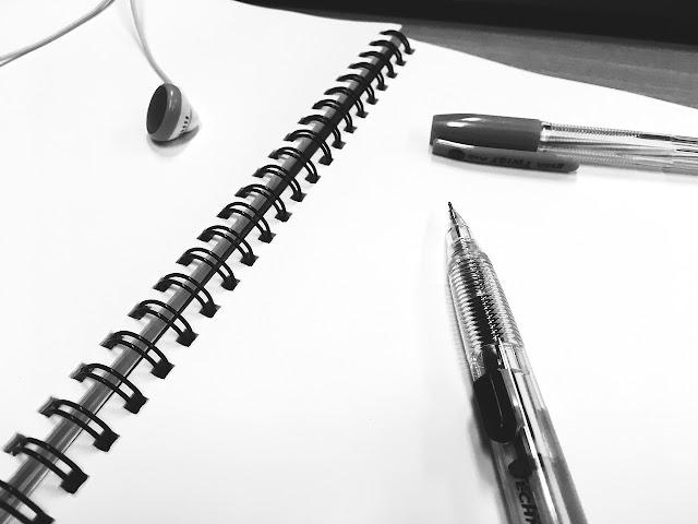 قلم دفتر وسماعات فوائد