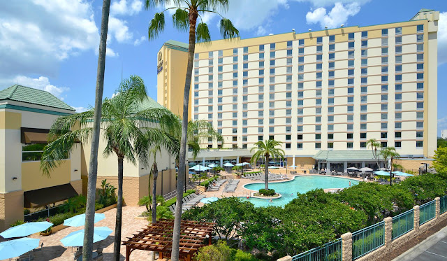 Located at the crossroads of convenience and distinction, Rosen Plaza on International Drive is Orlando's unforgettable choice for families to connect, couples to retreat and groups to discover their collaborative spirit.