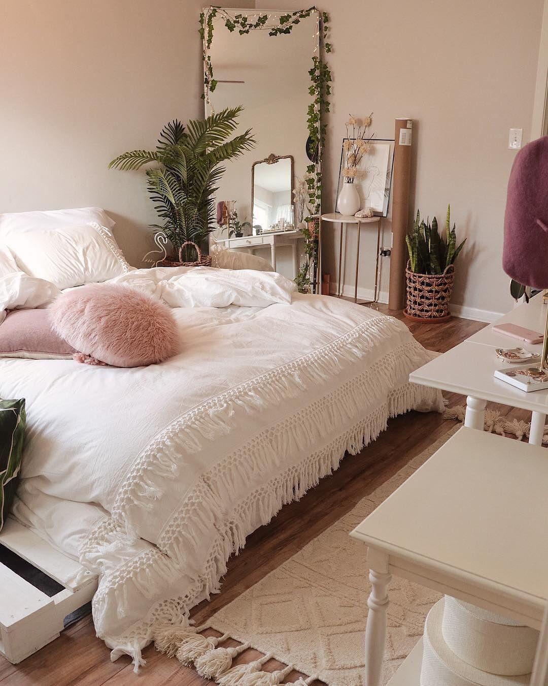 unique bedroom decoration idea