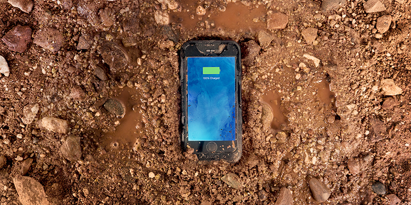 iPhone 6 Juice Pack H2Pro (Black) in mud