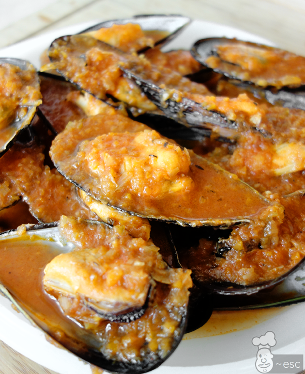 Mejillones con salsa de tomate a la marinera