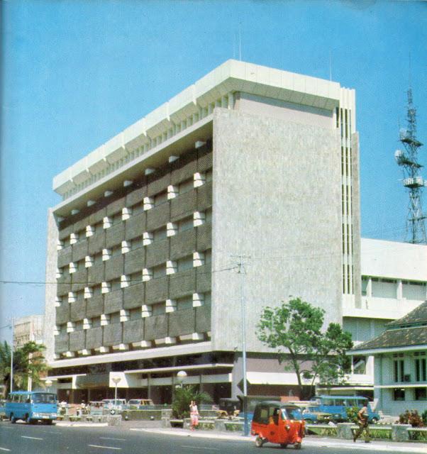 gedung rri tahun 1977 sebelum renovasi, dengan panel aluminium