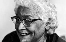 इस्मत चुग़ताई : अपनी रचनाओं में स्त्री मन की जटिल गुत्थियां सुलझाती एक सशक्त उर्दू कहानीकार