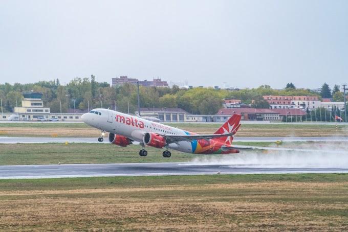 """Az Air Malta járatain sem lesznek hölgyek és urak, csak """"érzékenyített"""" utasok"""