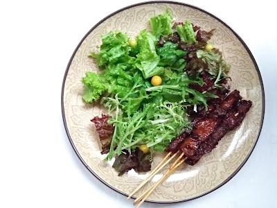 raw salad and mushroom satay