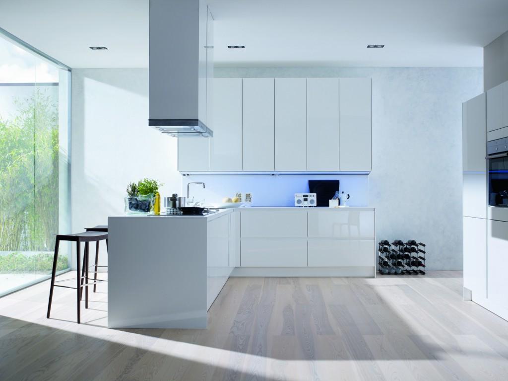 korkeakiilto valkoinen keittiötaso