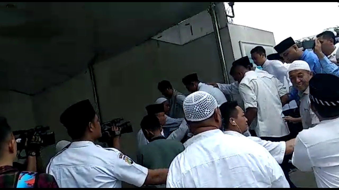 Masya Allah... Begini Suasana Sujud Syukur Kemenangan Prabowo-Sandi