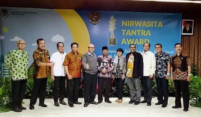 Plh Bupati Gawat Gawat dan jajaran melakukan pemaparan di Jakarta