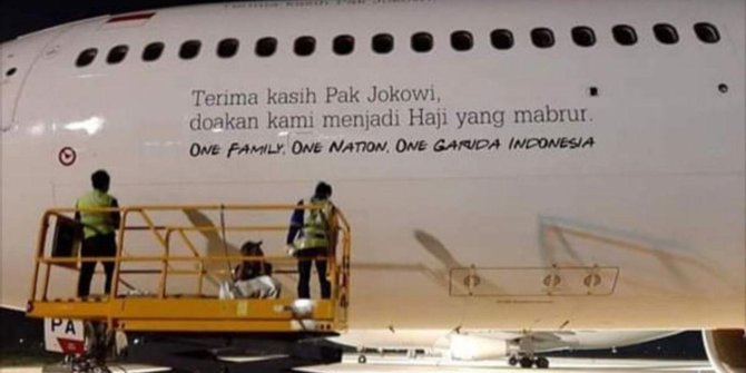 tulisan terima kasih pak jokowi di badan pesawat