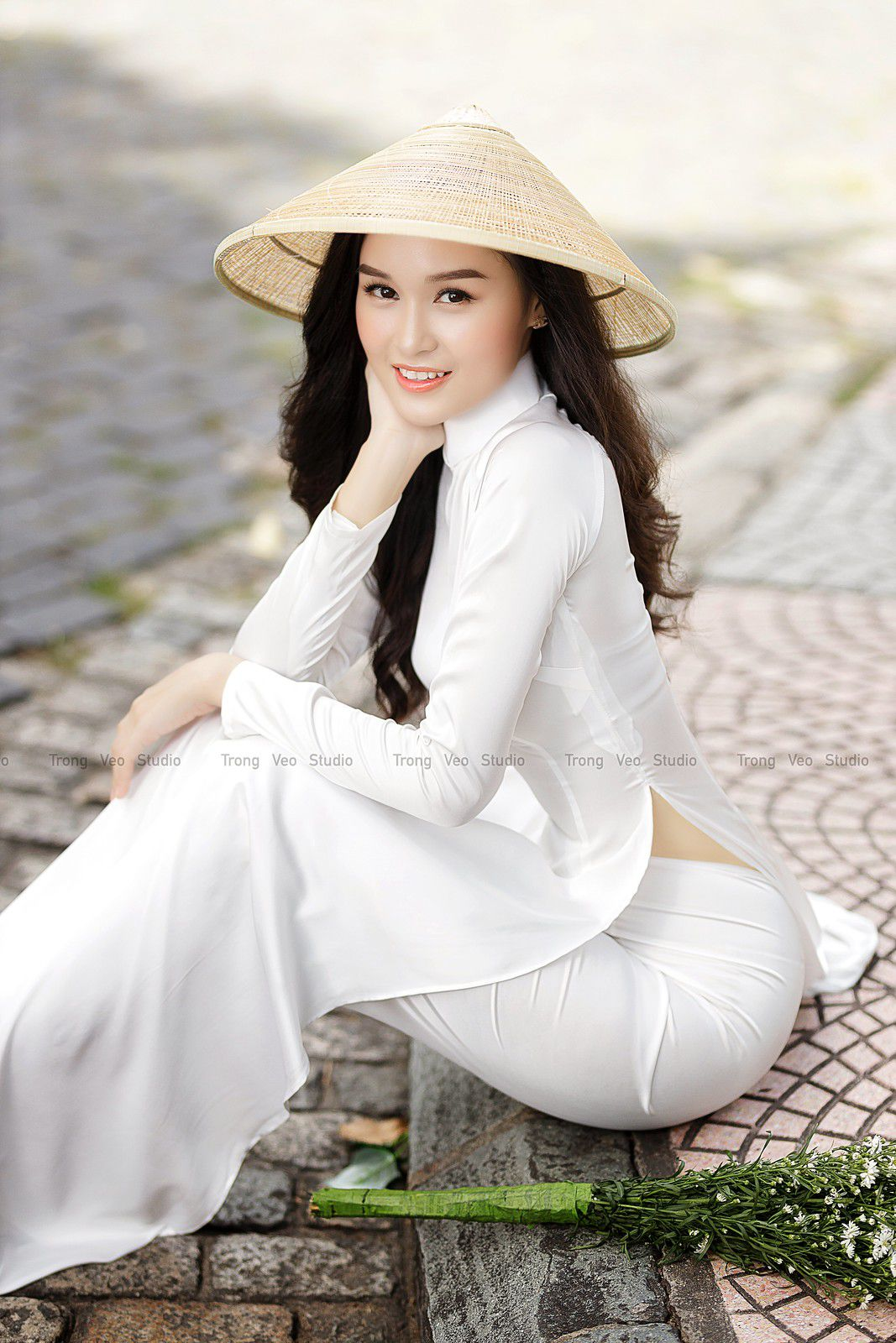 Ngắm bộ ảnh hoa khôi Phương Đoan đẹp hú hồn trong tà áo dài trắng thướt tha 3
