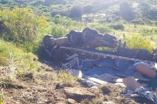 Dois morrem e um fica ferido após grave acidente na BR-030 em Brumado