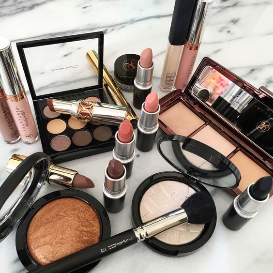 Building a perfect makeup kit is not that hard as you think as with us, everything becomes easy. If you want to your complete makeup, then having complete ...