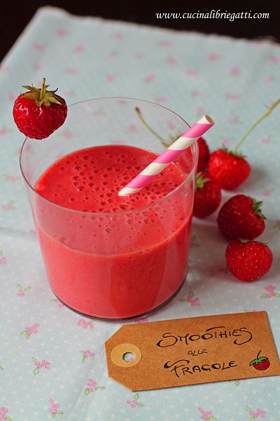 smoothie fragole yogurt vaniglia
