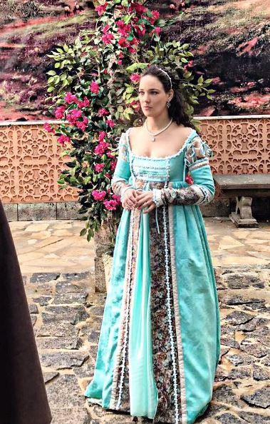 Lizabeta (Adriana Birolli) princesa