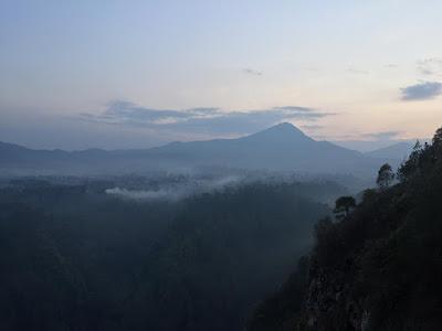 pemandangan dari tebing keraton