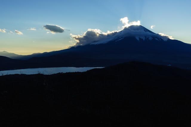 山梨百名山・石割山山頂からの景色