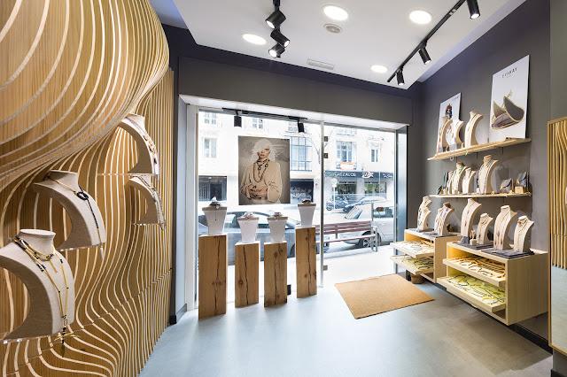 Joyería con interior en madera