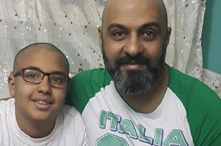 «فريد النقراشي» يحلق شعره دعما لابنه مريض السرطان : شكرا يا رب
