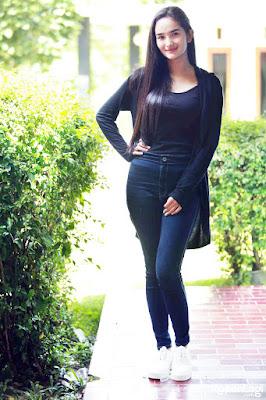 Faby Marcelia jenis celan ketat bentuk vagian nyeplak