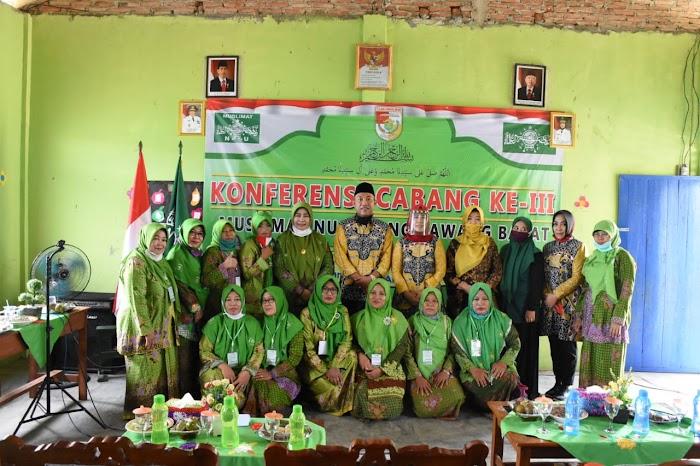 Secara Resmi Umar Ahmad,Sp Membuka Acara konferensi Cabang ke-lll Muslimat Nu Kabupaten Tulang Bawang Barat.