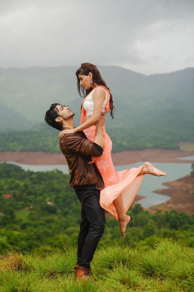Jubin Nautiyal brings you the perfect romantic track this monsoon with Bhushan Kumar's 'Barsaat Ki Dhun' ft Gurmeet Choudhary & Karishma Sharma!