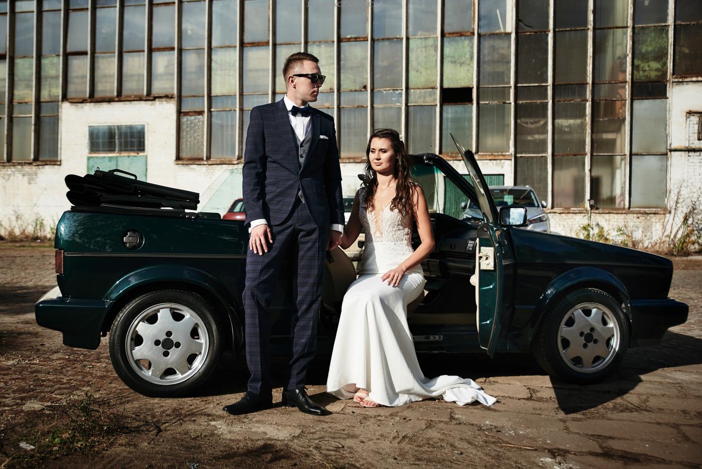 sesja ślubna z autem vw golf 2