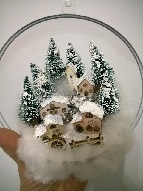 come-decorare-palline-in-plexiglass-per-il-natale