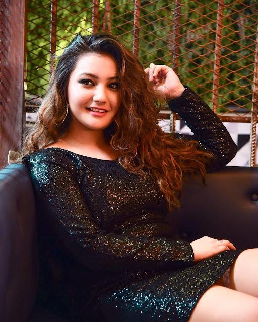 Aashika Bhatia Images 15