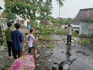 Diguyur Hujan, Satu Jam Jalan Provinsi Macet