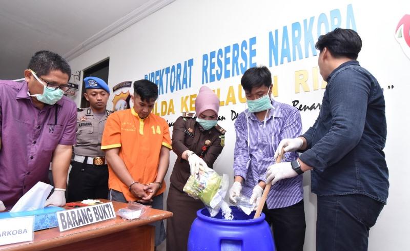 Ditresnarkoba Polda Kepri Musnahkan Barang Bukti Narkotika Jenis Sabu 1.220,7 gram
