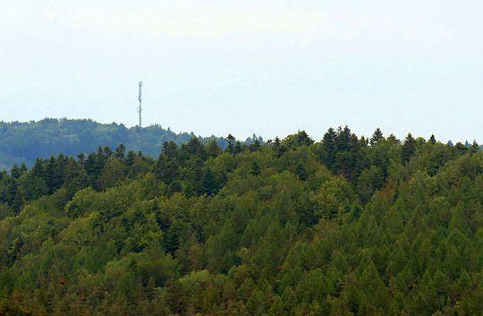 Maszt telekomunikacyjny na szczycie Tokarni.