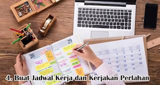Buat Jadwal Kerja dan Kerjakan Perlahan merupakan salah satu tips ampuh untuk atasi rasa malas setelah libur lebaran