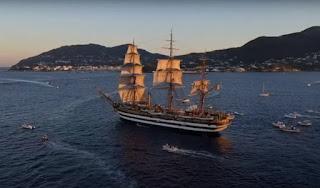Nave Vespucci al tramonto, Ischia e costa puteolana