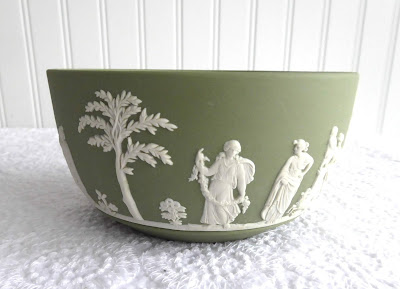 https://timewasantiques.net/collections/wedgwood/products/wedgwood-england-bowl-green-jasperware-5-inch-greco-roman-1979-sacrifice-figures