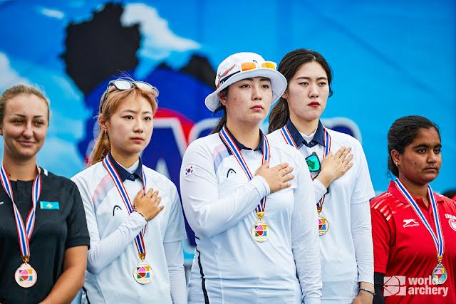 Equipe feminina da Coreia do Sul no pódio do Campeonato Asiático em 2019