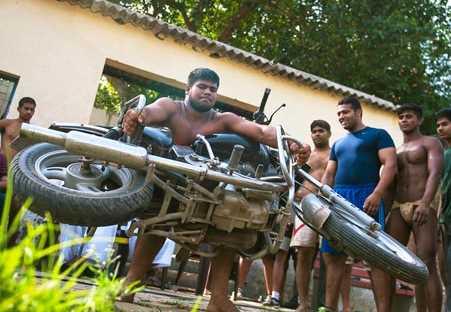 Inilah Desa dengan Pria-Pria Berotot Kekar di India