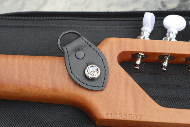 Risa Uke Solid back and strap clip