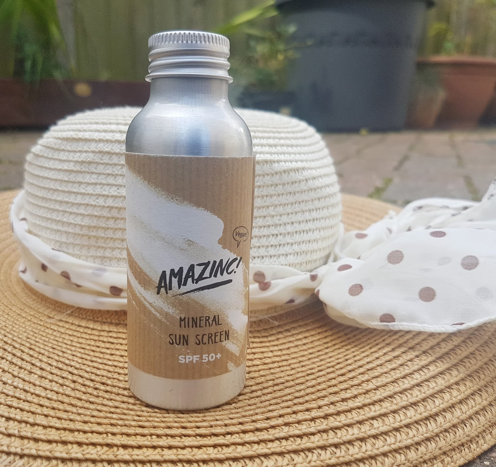 Amazinc Plastic Free Mineral Sunscreen SPF50 -  Natural Reef Safe Sunscreen SPF Review