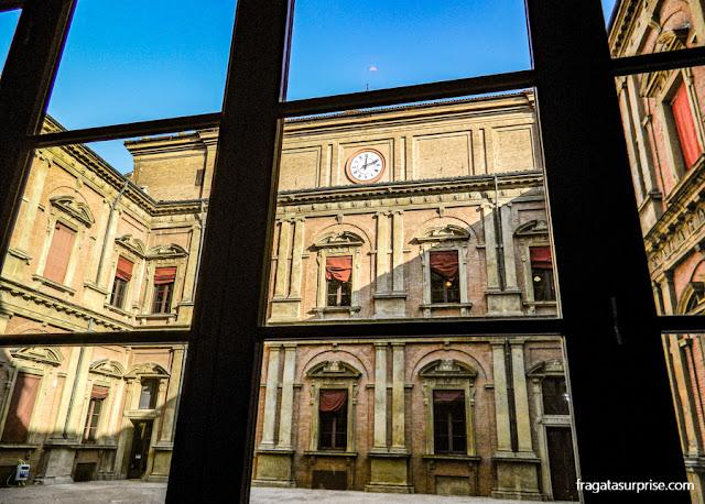 Pátio da Universidade de Bolonha, Itália