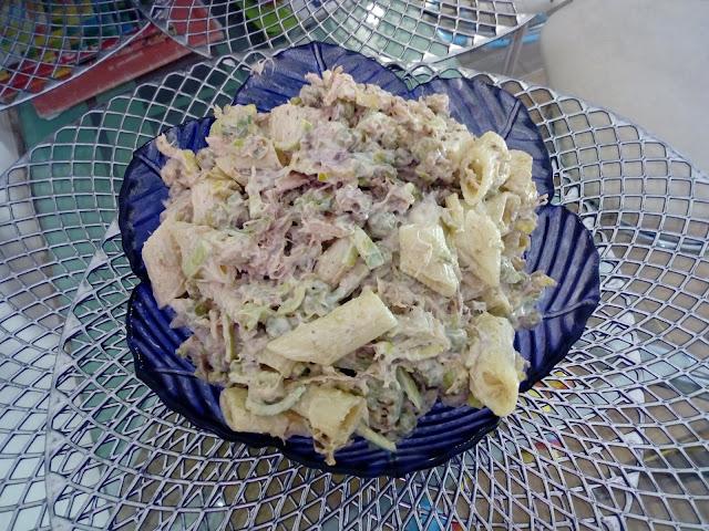 salatka z miesem z rosolu salatka z kurczakiem salatka z makaronem salatka makaronowa salatka z porem salatka z groszkiem