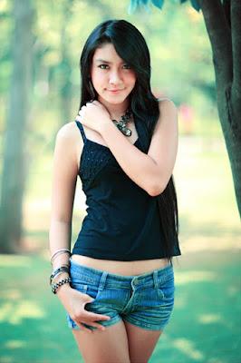 Melody Prima Melody Prima cantik dengan rambut panjang