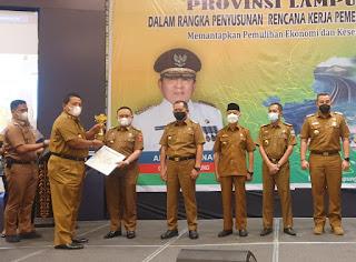 Lambar Raih Penghargaan Terbaik I Dalam Perencanaan dan Pencapaian Pembangunan Daerah